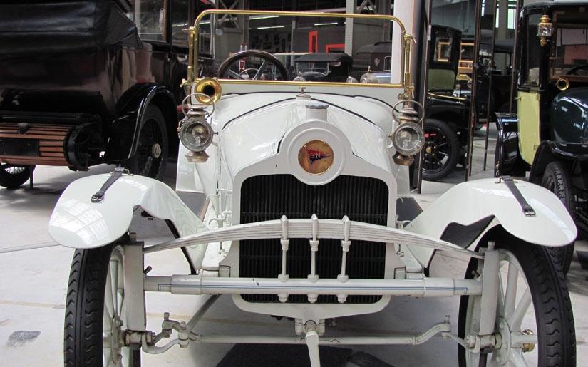בתמונה: מכונית בתצוגה של אוטווורלד בריסל